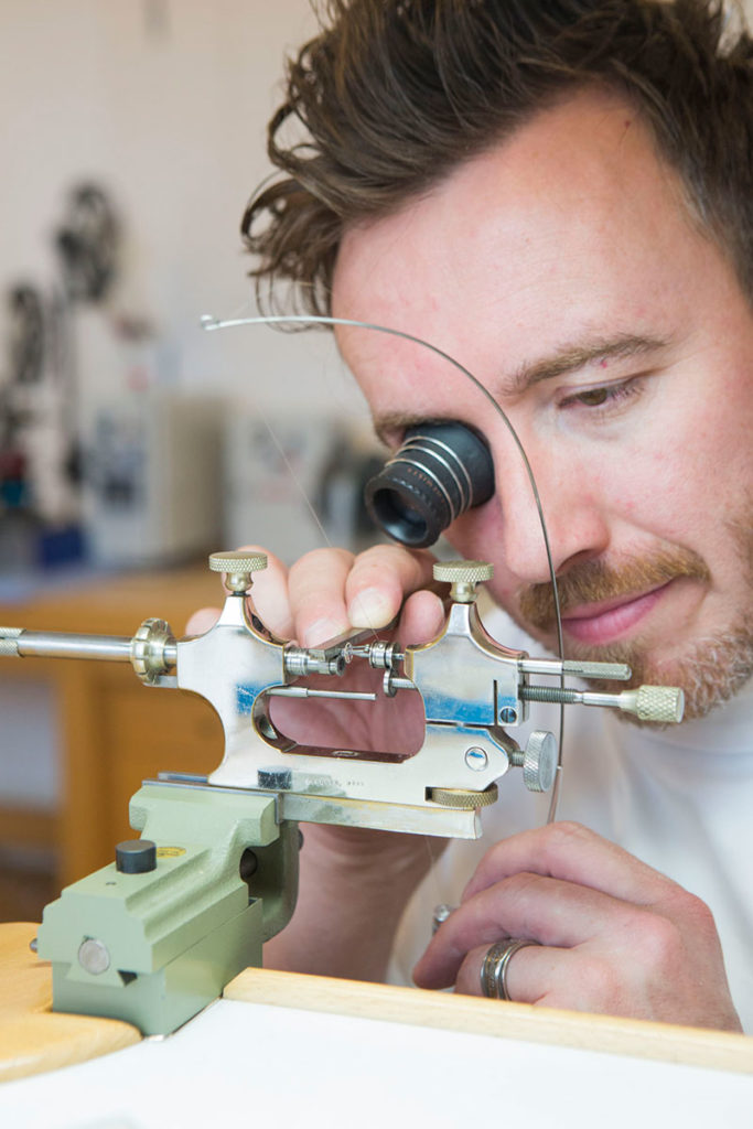 Picture of Hervé Schlüchter working in Villa Jolimont's old workshop